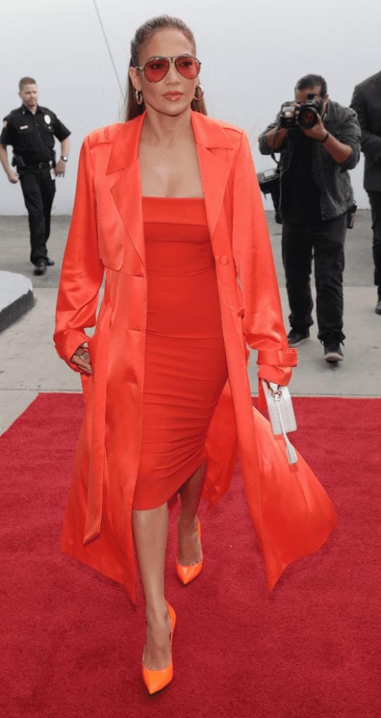 pantone coral Jennifer Lopez