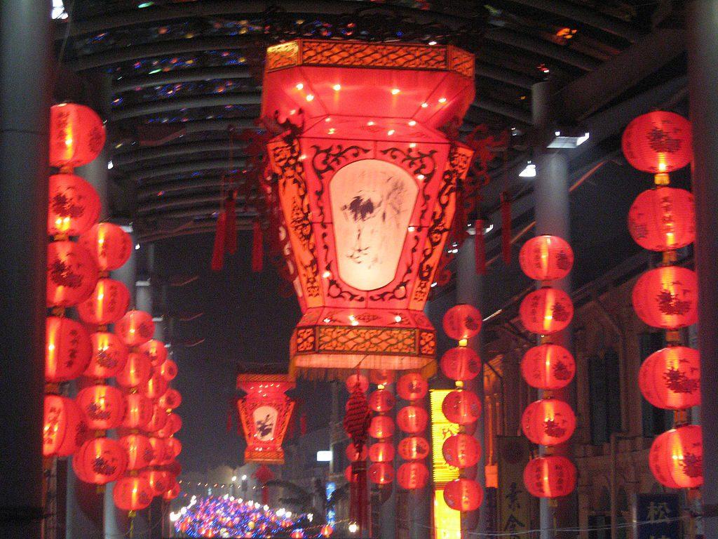 1024px-Mid-Autumn_Festival,_Chinatown_32,_102006